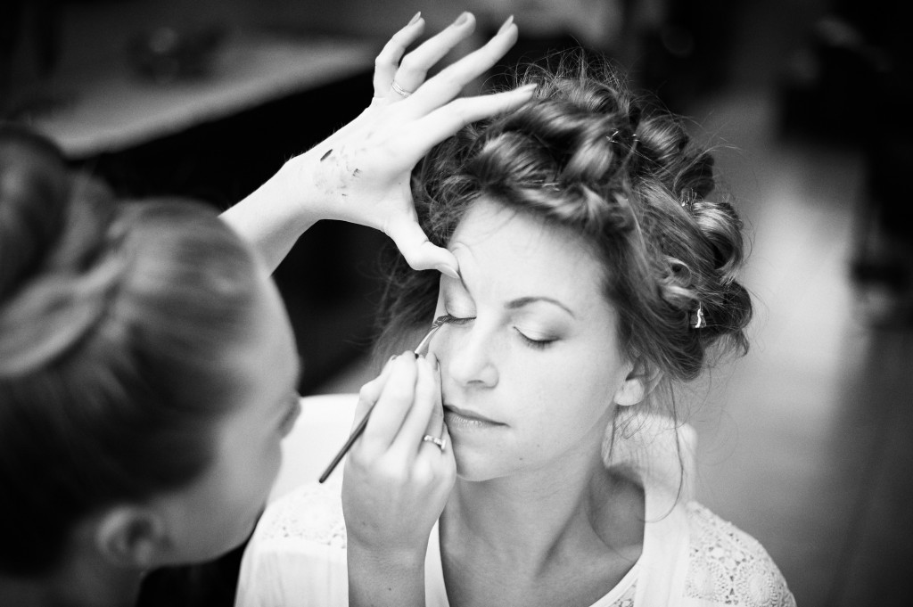 Préparatifs et mise en beauté de la mariée // Photo : Stéphane Evras