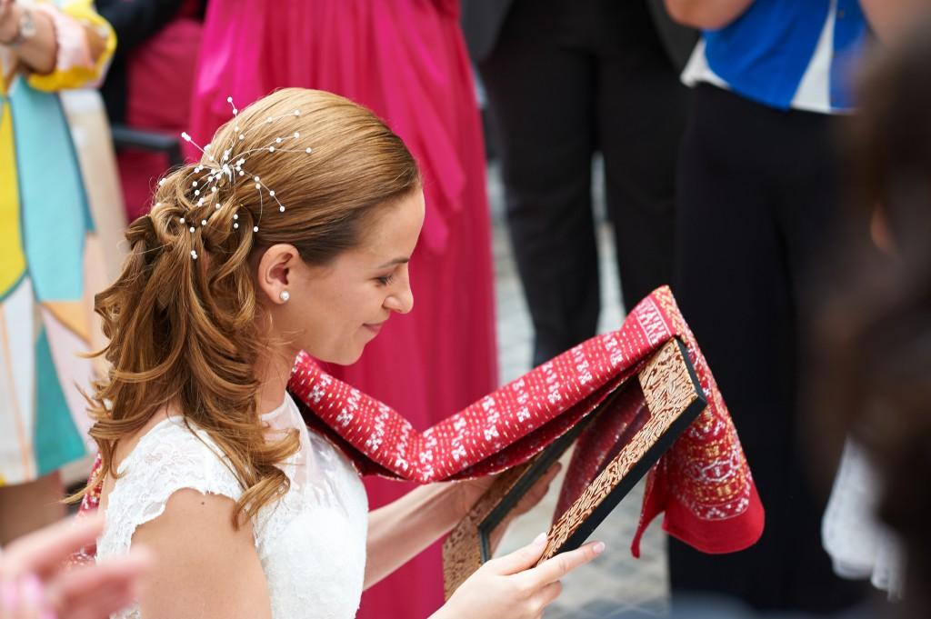 Réception chez les parents de la mariée et traditions grecques du mariage // Photo : Stéphane Evras