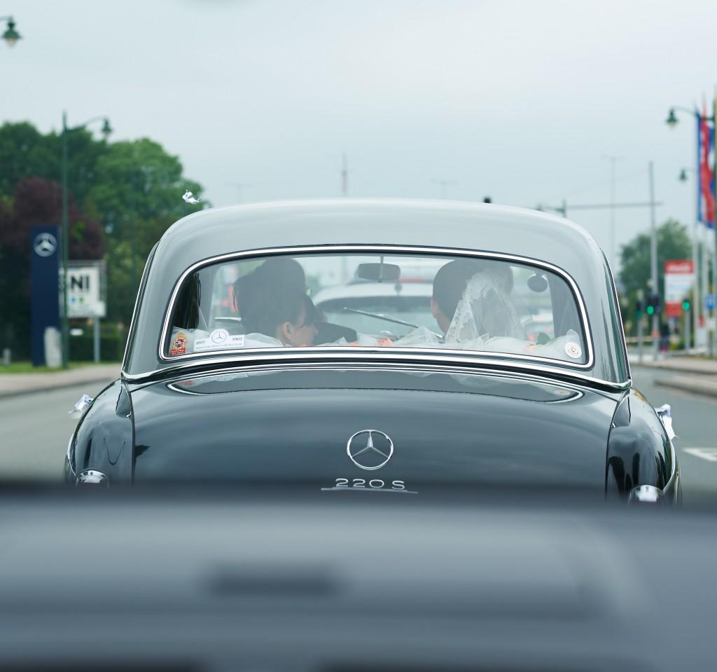 En route pour l'église ! // Photo : Stéphane Evras