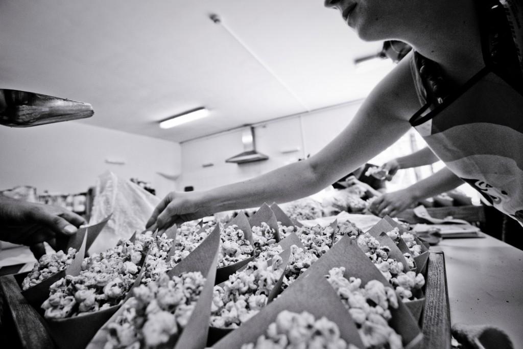 Préparation des pop-corn // Photo : Pierre Grasset
