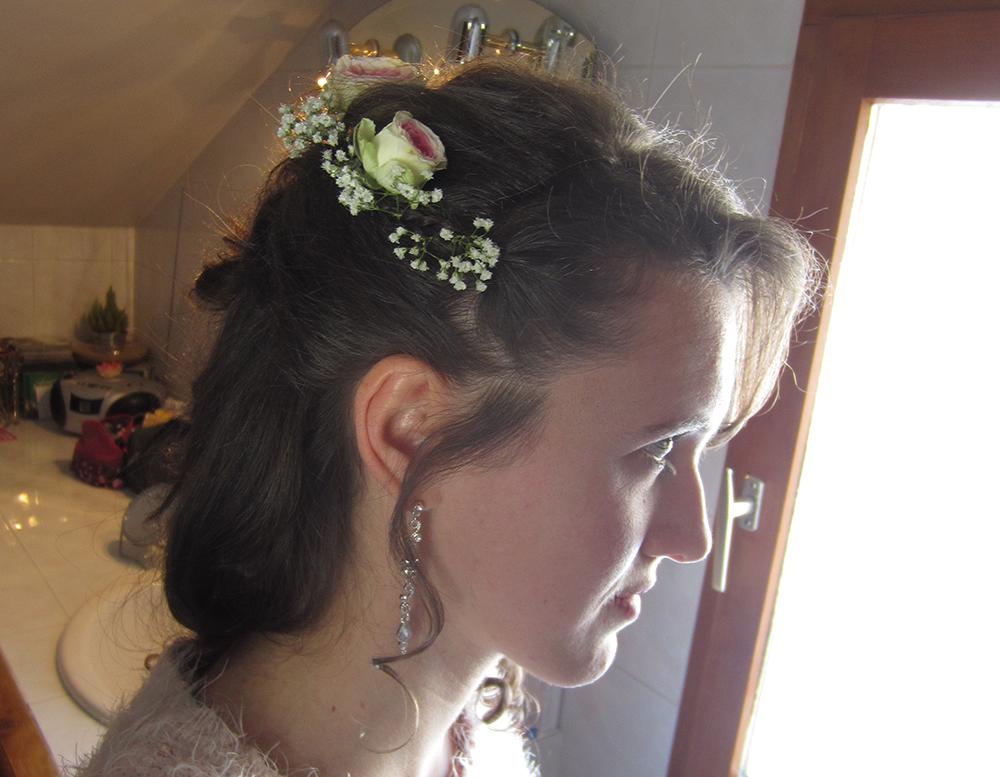 Essai pour ma coiffure avec des fleurs fraîches