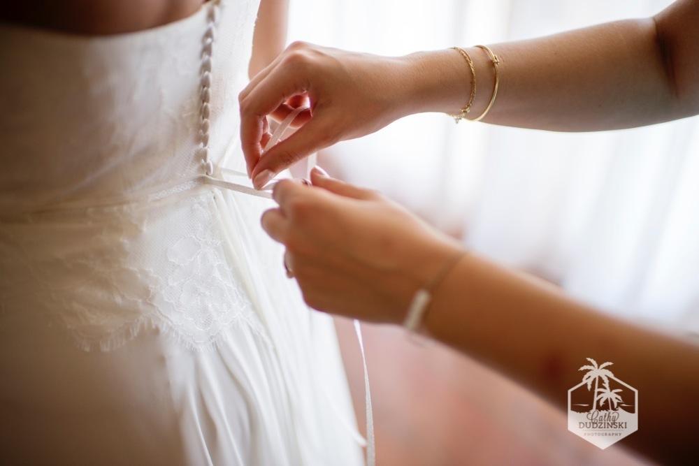 Mise en beauté de la mariée // Photo : Cathy Dudzinski