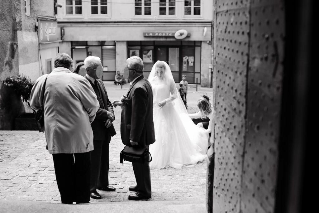 Arrivée à l'église // Photo : Anita Gallot