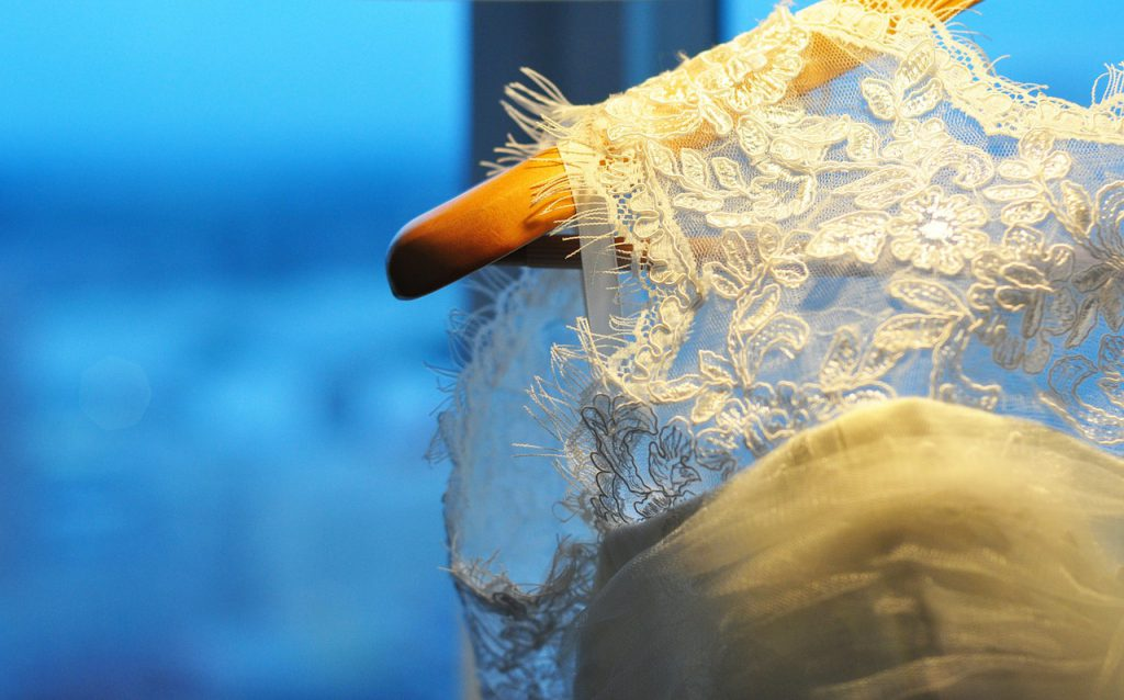 Robe de mariée sur ceintre