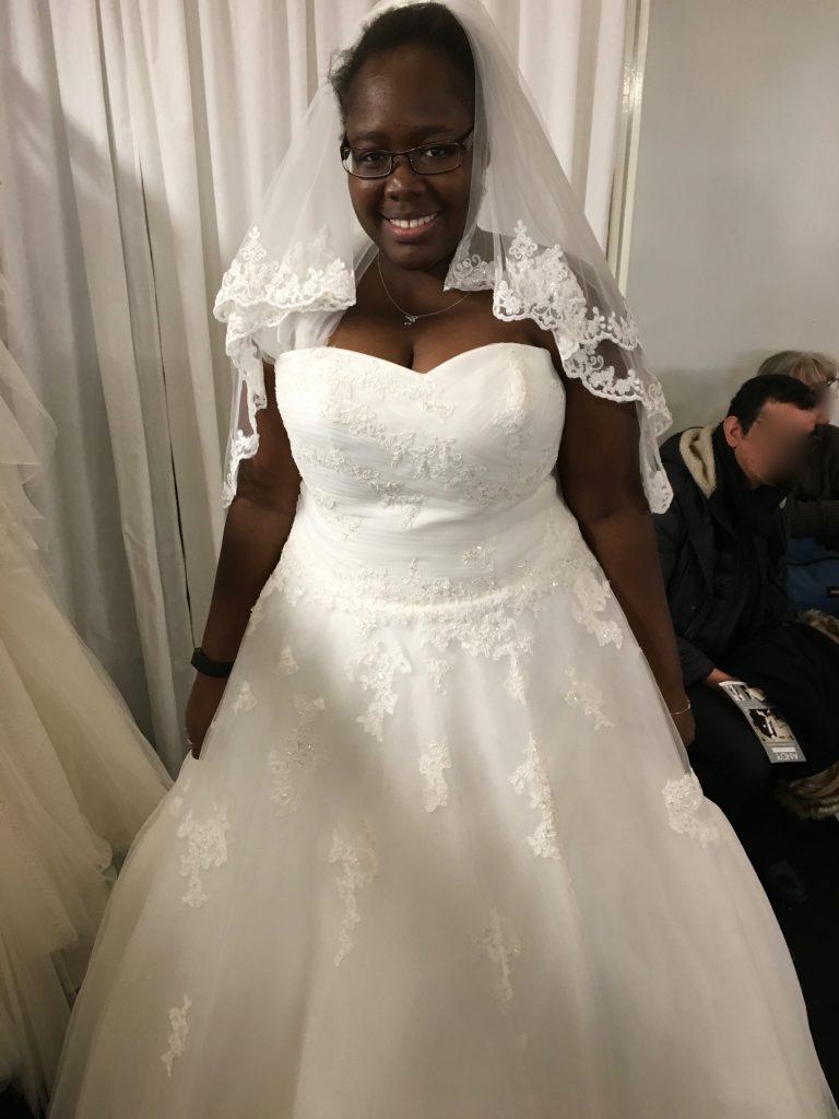 Mes recherches et mes essais de robes sur un salon du mariage