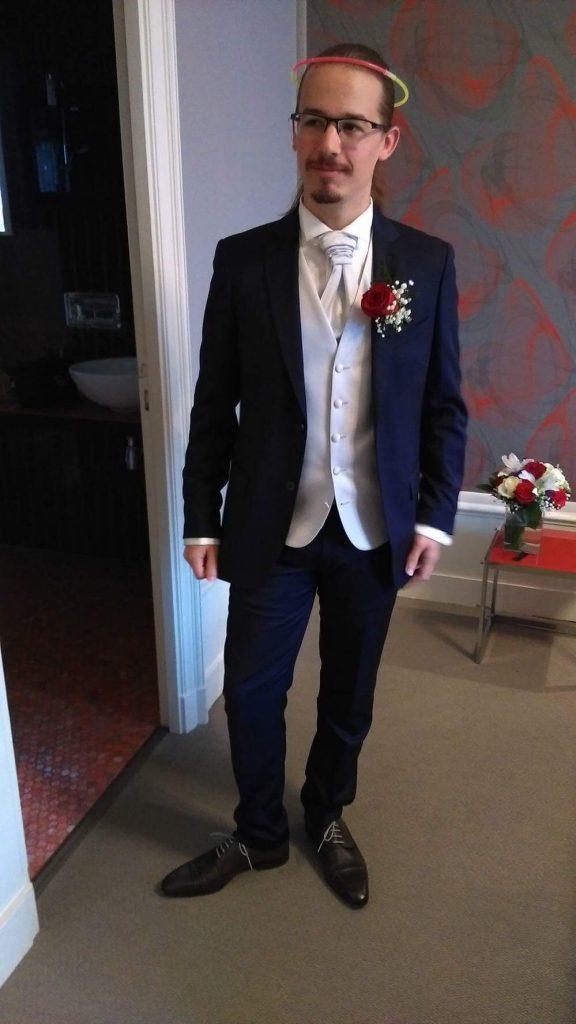 Le costume et les accessoires du marié