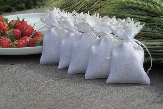 sachet-tissu-cadeau-invite