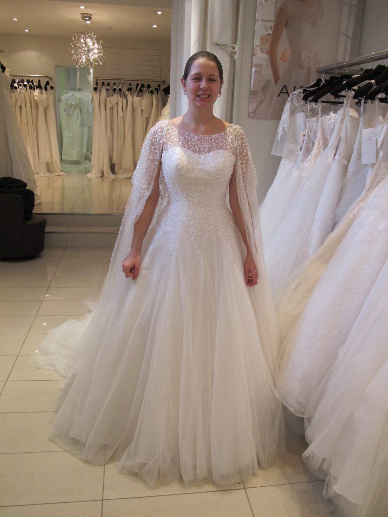Essayage de robes de mariée tulle et brillants