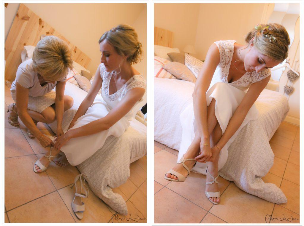 La mariée se chausse - Crédit Philippe Lejeune