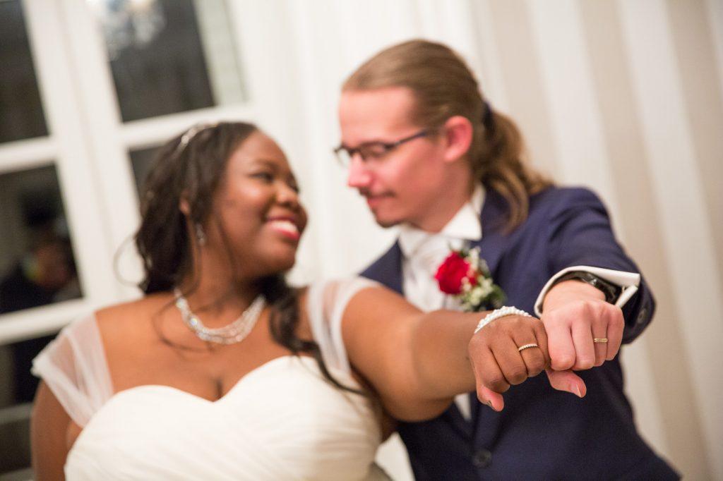 Nos photos de couple intimistes à l'intérieur // Photo : Vincent Besson