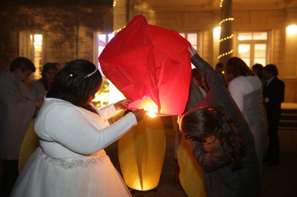 Ma soirée de mariage : lâcher de lanternes // Photo : Vincent Besson