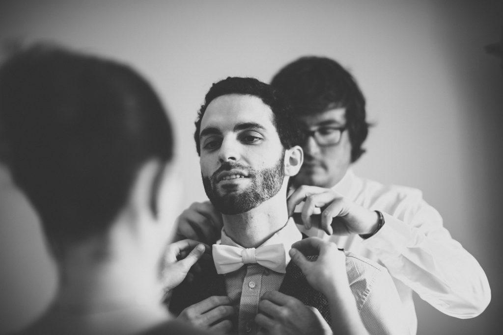 Les préparatifs du marié le jour du mariage // Photo : Aude Arnaud Photography