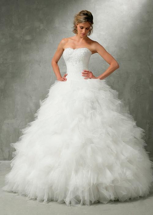 Trouver une robe de mariée à froufrous // Photo Ava Sposa
