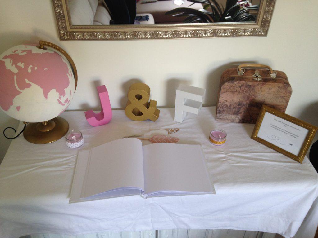 Notre décor de table urne et Livre d'Or