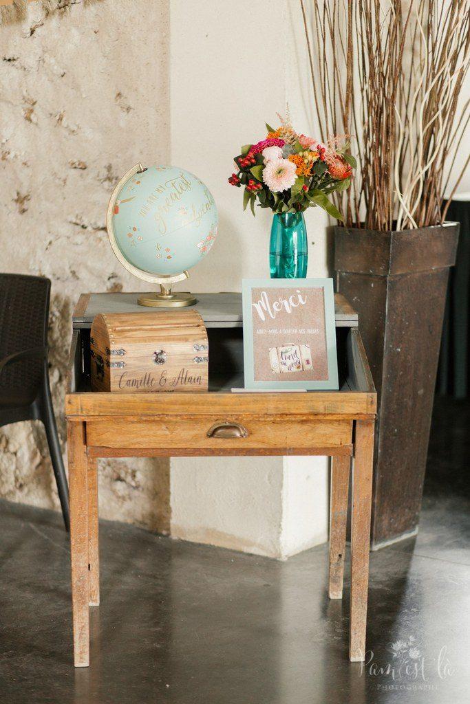 Notre coin urne et globe // Photo : Pam est là - photographe