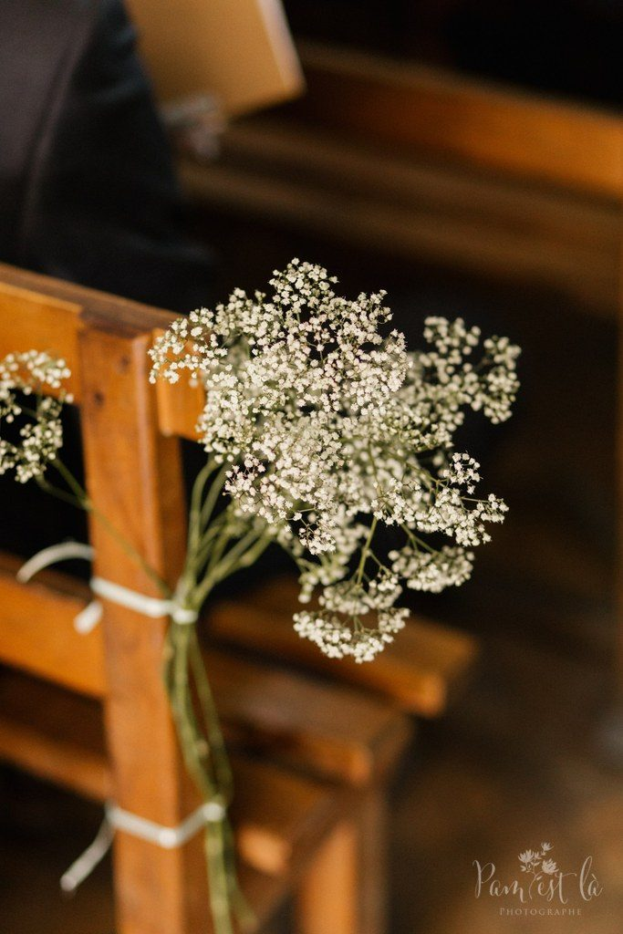 Décoration d'église : bouquets de gypsophile // Photo : Pam est là - photographe
