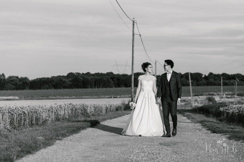 Séance photo de couple dans les champs // Photo : Pam est là - photographe