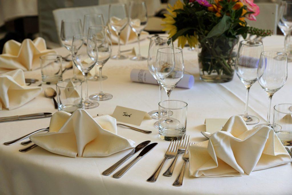 Plan de table et réponses d'invités