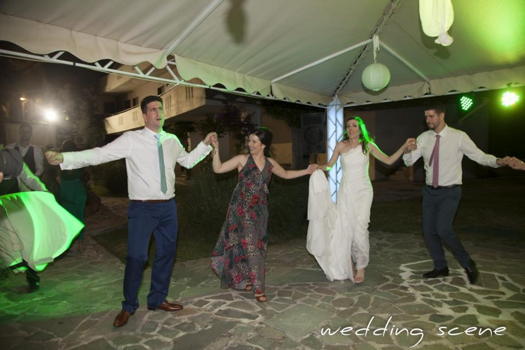 Ma soirée de mariage grec, le sirtaki // Photo : Wedding Scene