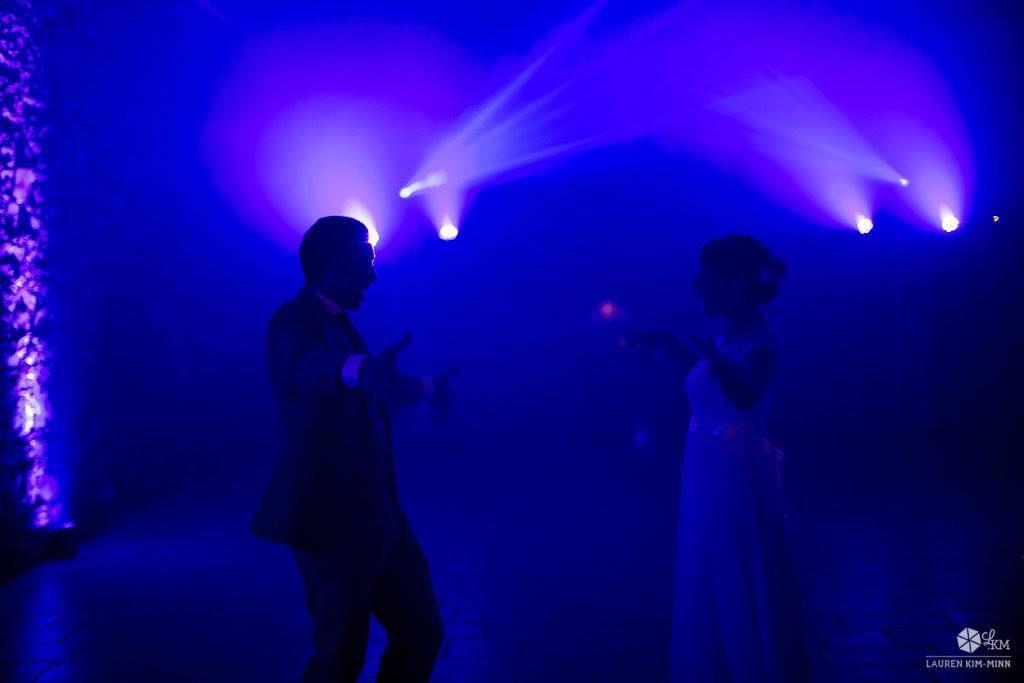 Imprévus pendant le mariage : la première danse // Photo : Lauren Kim-Minn