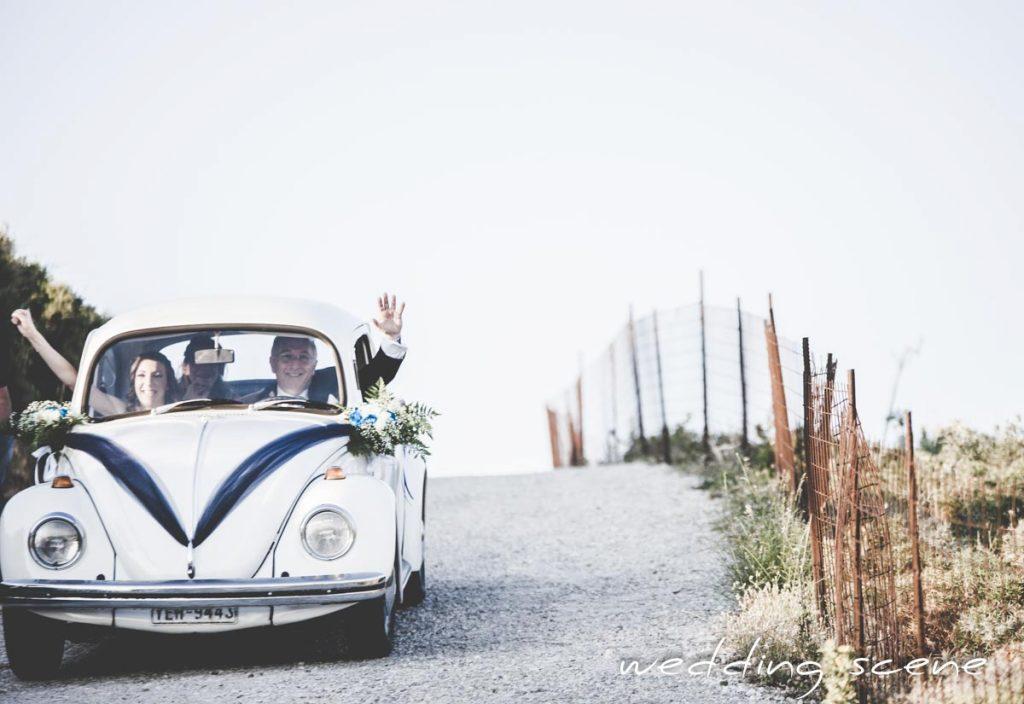 Notre arrivée à l'église en Grèce // Photo : Wedding Scene
