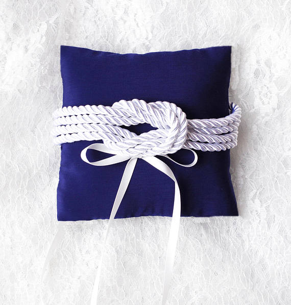 Ma wishlist Etsy : du bleu et du made in France - Coussin alliances noeud marin infini