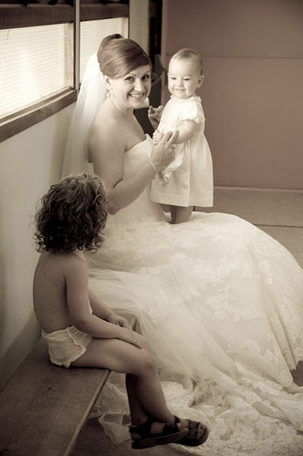 Choisir sa robe quand on se marie juste après un accouchement