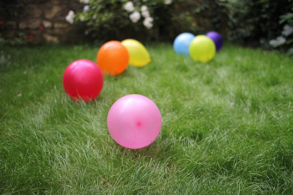 Notre mariage : simple et léger comme des ballons sur l'herbe