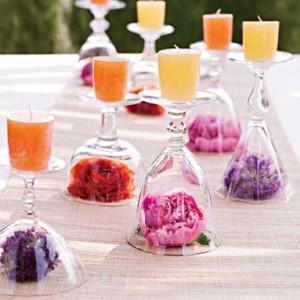 bougies verres à pied fleurs