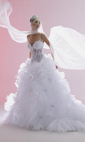 C'est le marié qui a choisi ma robe, les larmes aux yeux
