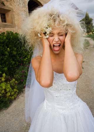 mariée stressée beaucoup d'émotions