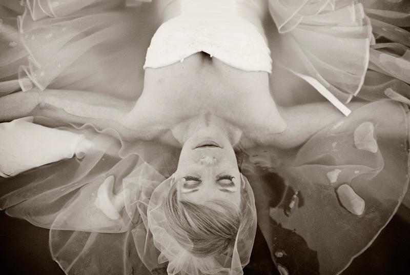 mariée zen dans l'eau