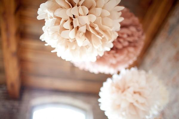 fabriquer des pompons en papier de soie pour moins d 39 un. Black Bedroom Furniture Sets. Home Design Ideas