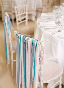 décoration chaise de mariage avec rubans