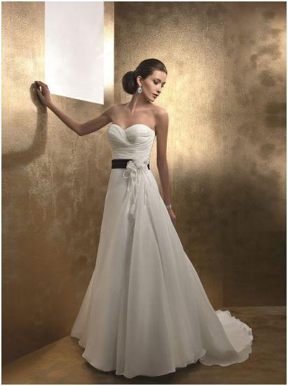 Choisir une robe de mariée : de l'enthousiasme au découragement