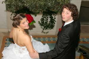 mariés dans les escaliers