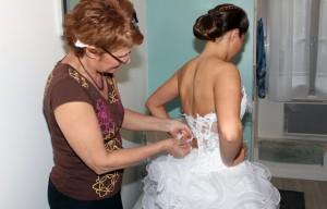 mettre la robe de mariée