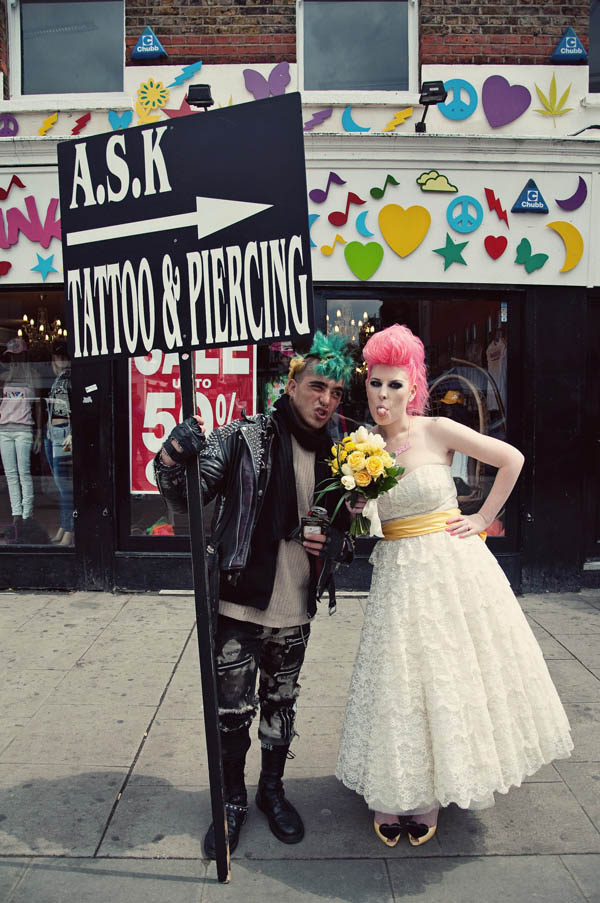 Mariée colorée cheveux roses