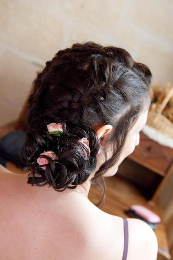 ma coiffure : triple tresse et chignon sur le côté + boutons de roses