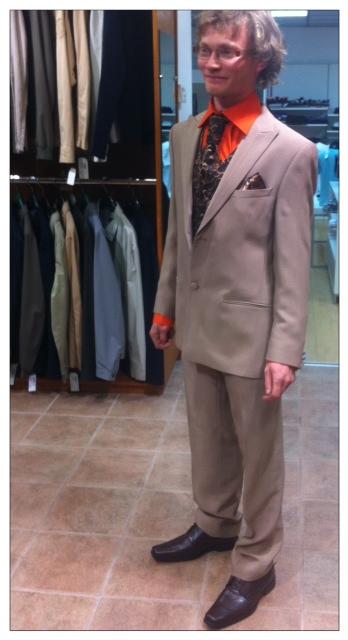 Au secours, mon fiancé veut choisir son costume de marié tout seul !