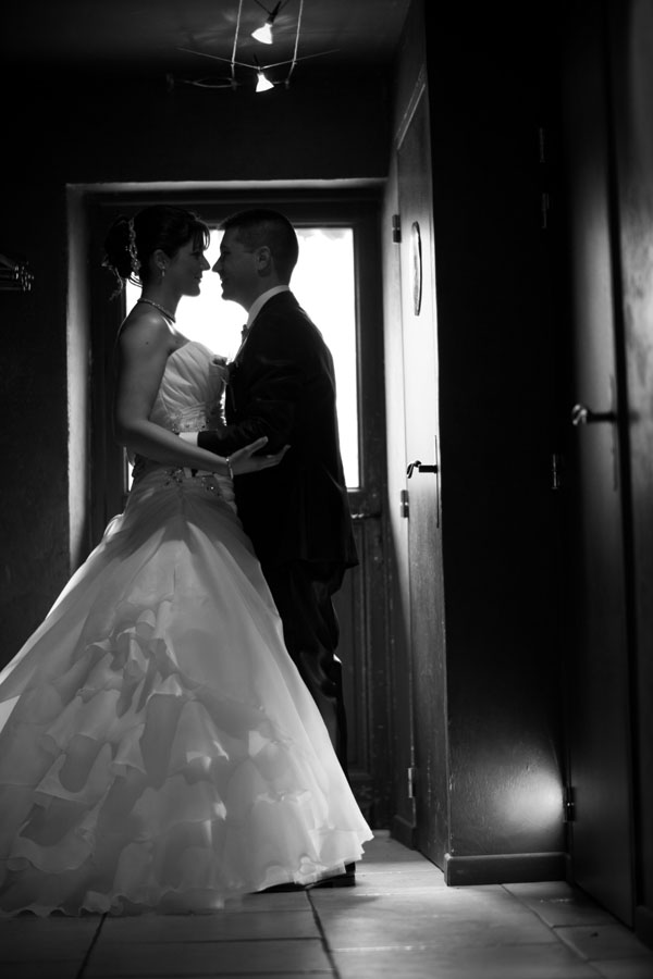 Mariage pluvieux mauve photo couple