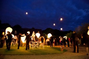 Mariage rose et blanc lacher de lanternes
