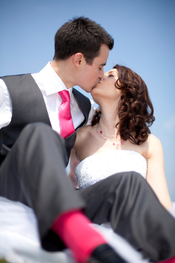 Mariage rose et blanc mariés