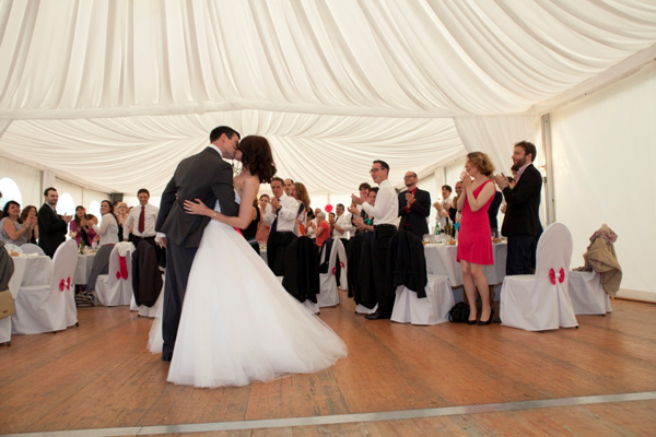 Mariage rose et blanc première danses