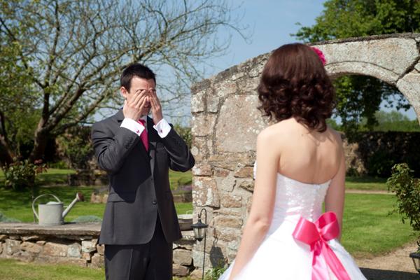 Mariage rose et blanc premiers regards