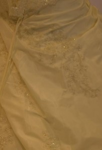 Essayages de robe de mariée d'hiver
