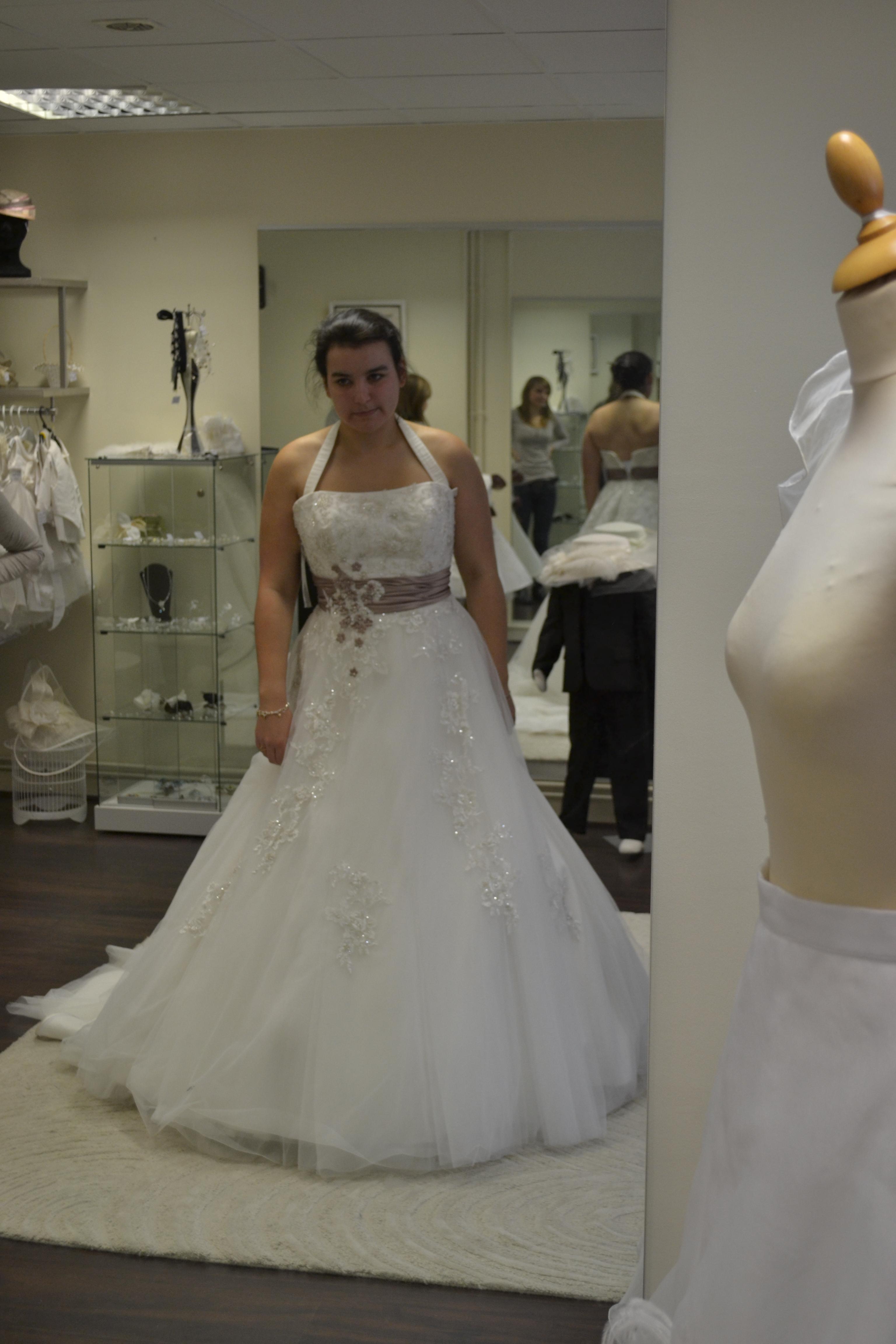 essayage robe de mariée d'hiver