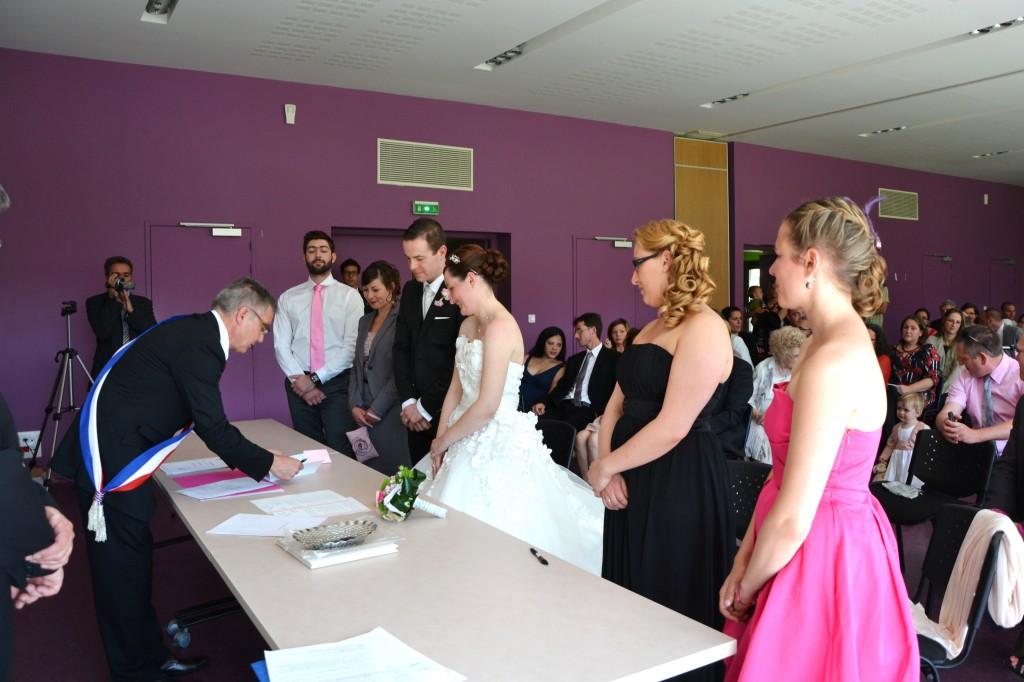 mariage champêtre chic cérémonie mairie signature registres