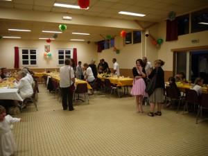 Mise en place de la salle des fêtes pour le mariage