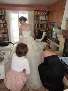 mariée s'habille